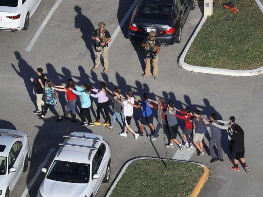 parkland-florida-school-shooting-07-gty-jc-180214_4x3_992